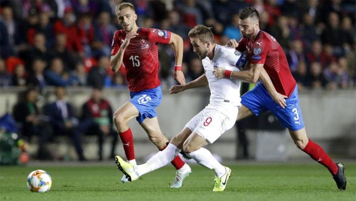 Inggris harus menunda penempatan untuk Kejuaraan Eropa setelah kalah dari Republik Ceko